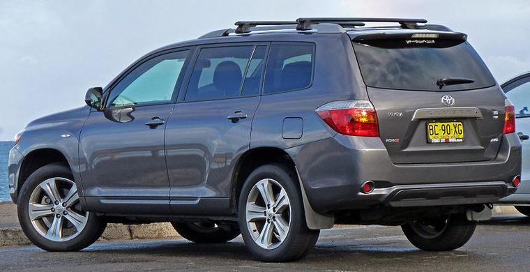 800px-2007-2010_Toyota_Kluger_(GSU45R)_KX-S_wagon_(2010-07-22)[1].jpg