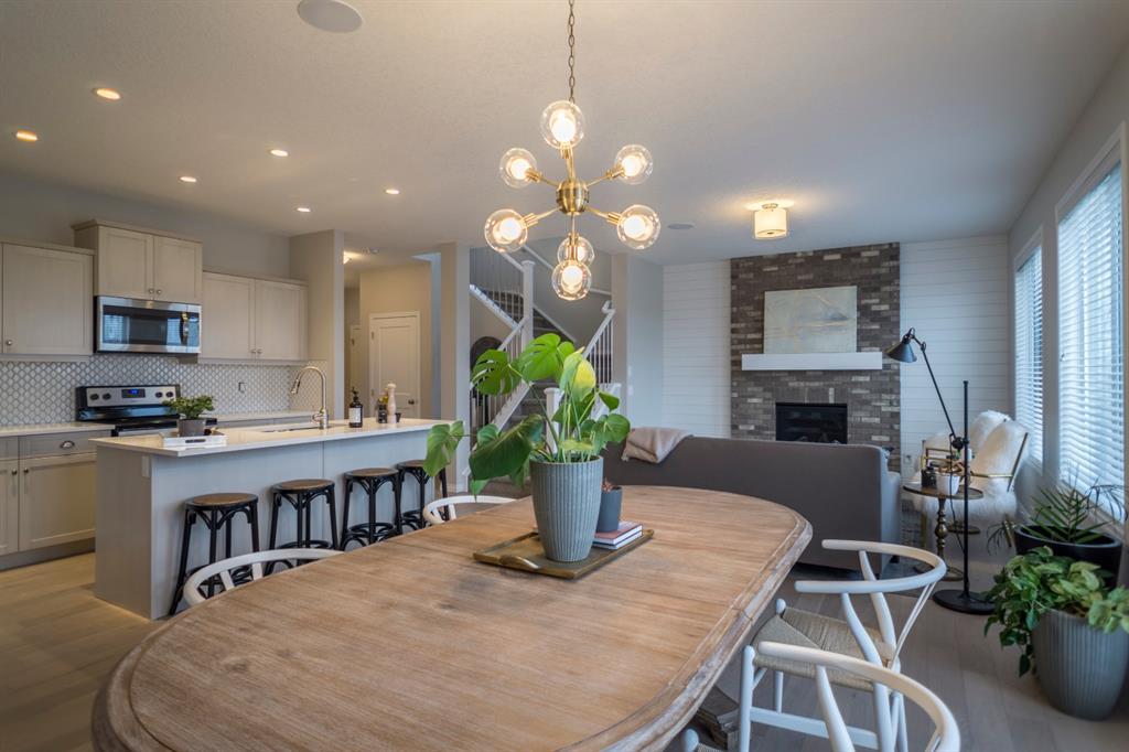 Montrose. Detached for sale:  3 bedroom 2,019 sq.ft. (Listed 2020-08-17)