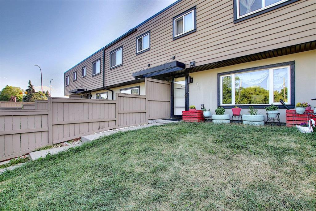 Glenbrook Row/Townhouse for sale:  3 bedroom 863 sq.ft. (Listed 2020-08-28)