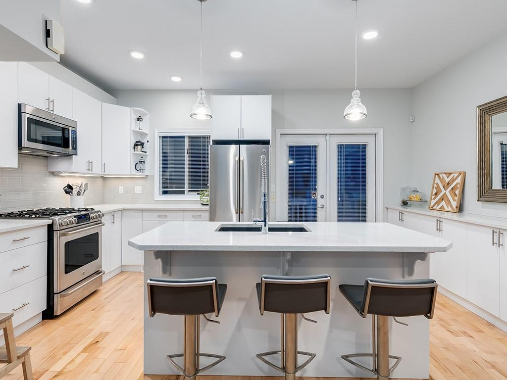 West Hillhurst Row/Townhouse for sale:  2 bedroom 1,327 sq.ft. (Listed 2020-09-16)