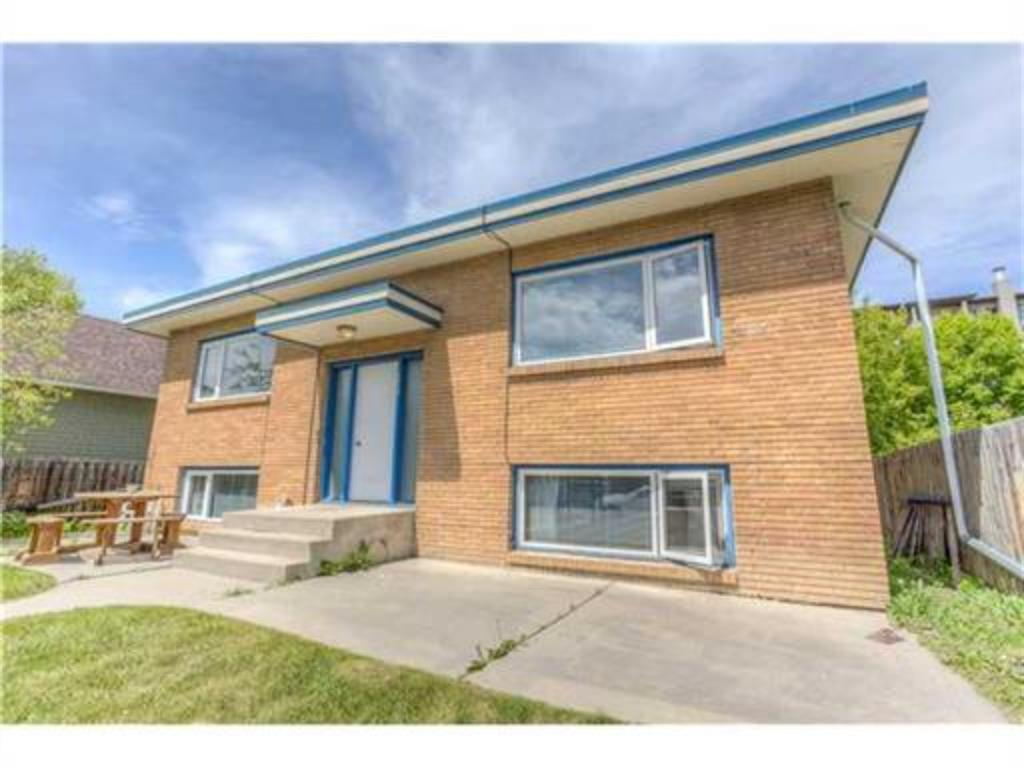 South Calgary 4 plex for sale:   3,387 sq.ft. (Listed 2020-10-09)