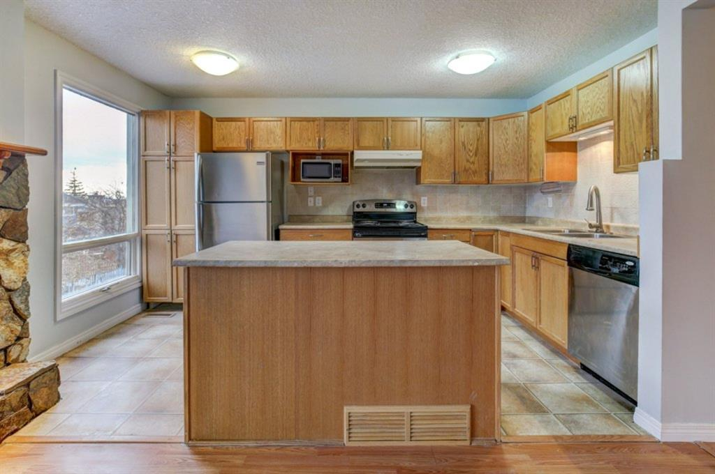 Hawkwood Detached for sale:  3 bedroom 1,455 sq.ft. (Listed 2020-11-25)