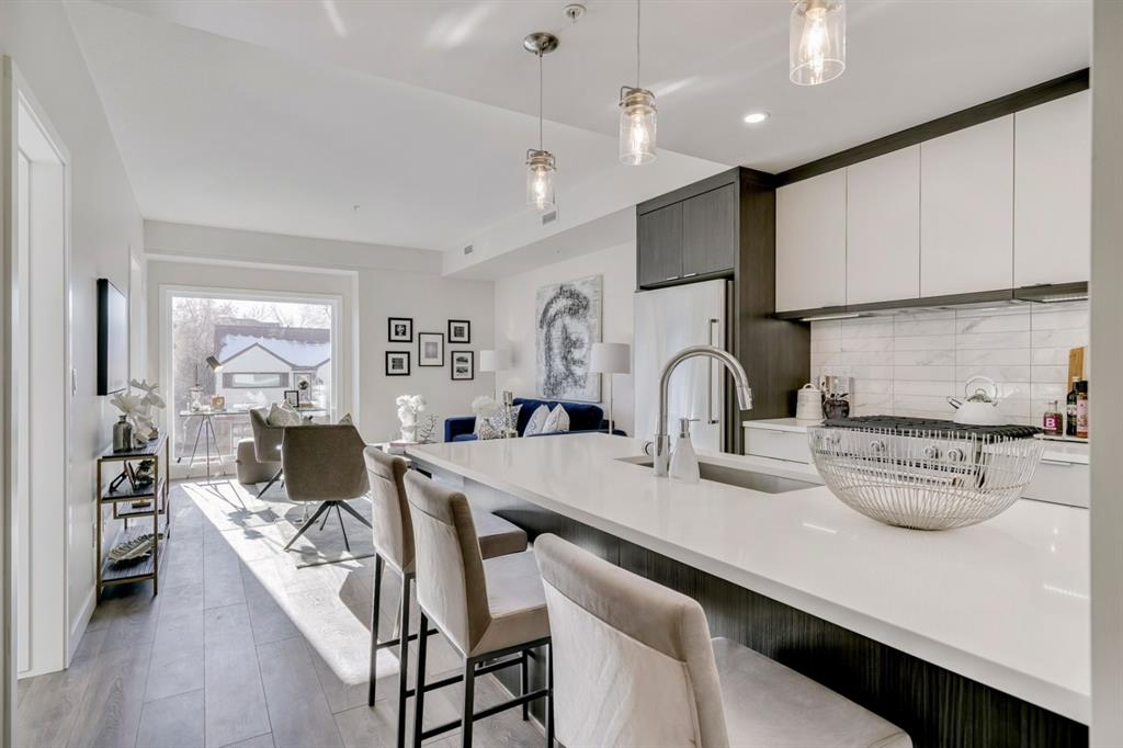 South Calgary Apartment for sale:  2 bedroom 730.40 sq.ft. (Listed 2021-01-10)