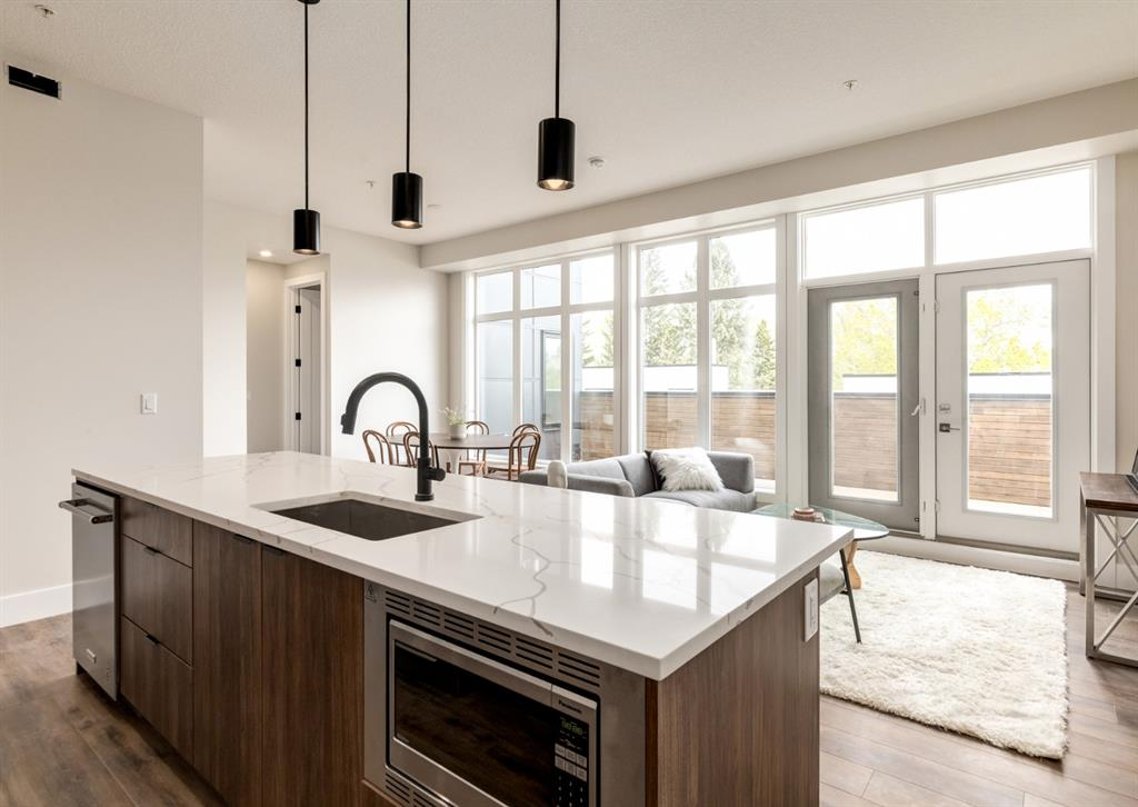 South Calgary Apartment for sale:  2 bedroom 1,073.50 sq.ft. (Listed 2021-01-08)