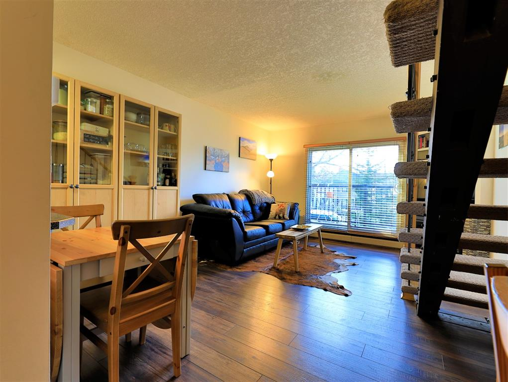 Crescent Heights Apartment for sale:  2 bedroom 719 sq.ft. (Listed 2021-04-11)