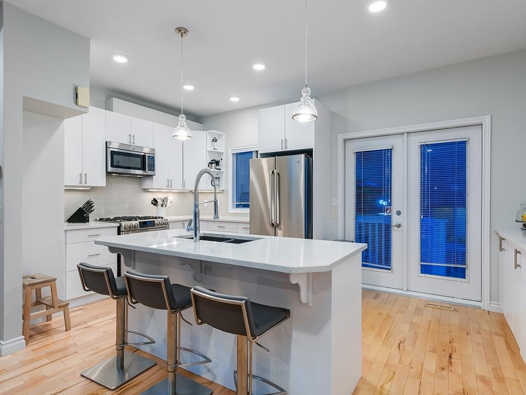 Hillhurst Row/Townhouse for sale:  2 bedroom 1,327.30 sq.ft. (Listed 2021-05-13)