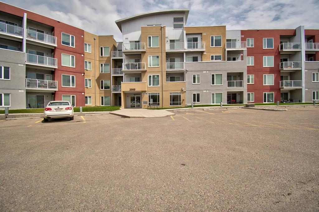 East Lake Industrial Apartment for sale:  2 bedroom 981 sq.ft. (Listed 2021-06-11)