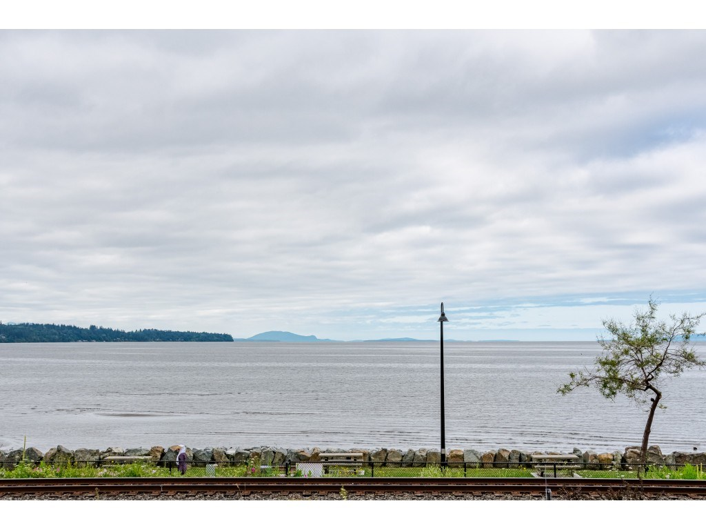 White Rock Apartment/Condo for sale:  2 bedroom 1,593 sq.ft. (Listed 2020-07-15)