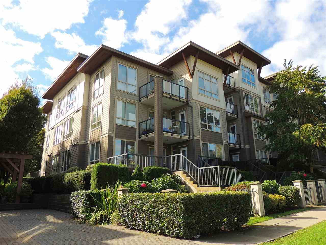 Grandview Surrey Apartment/Condo for sale:  3 bedroom 1,051 sq.ft. (Listed 2021-03-02)