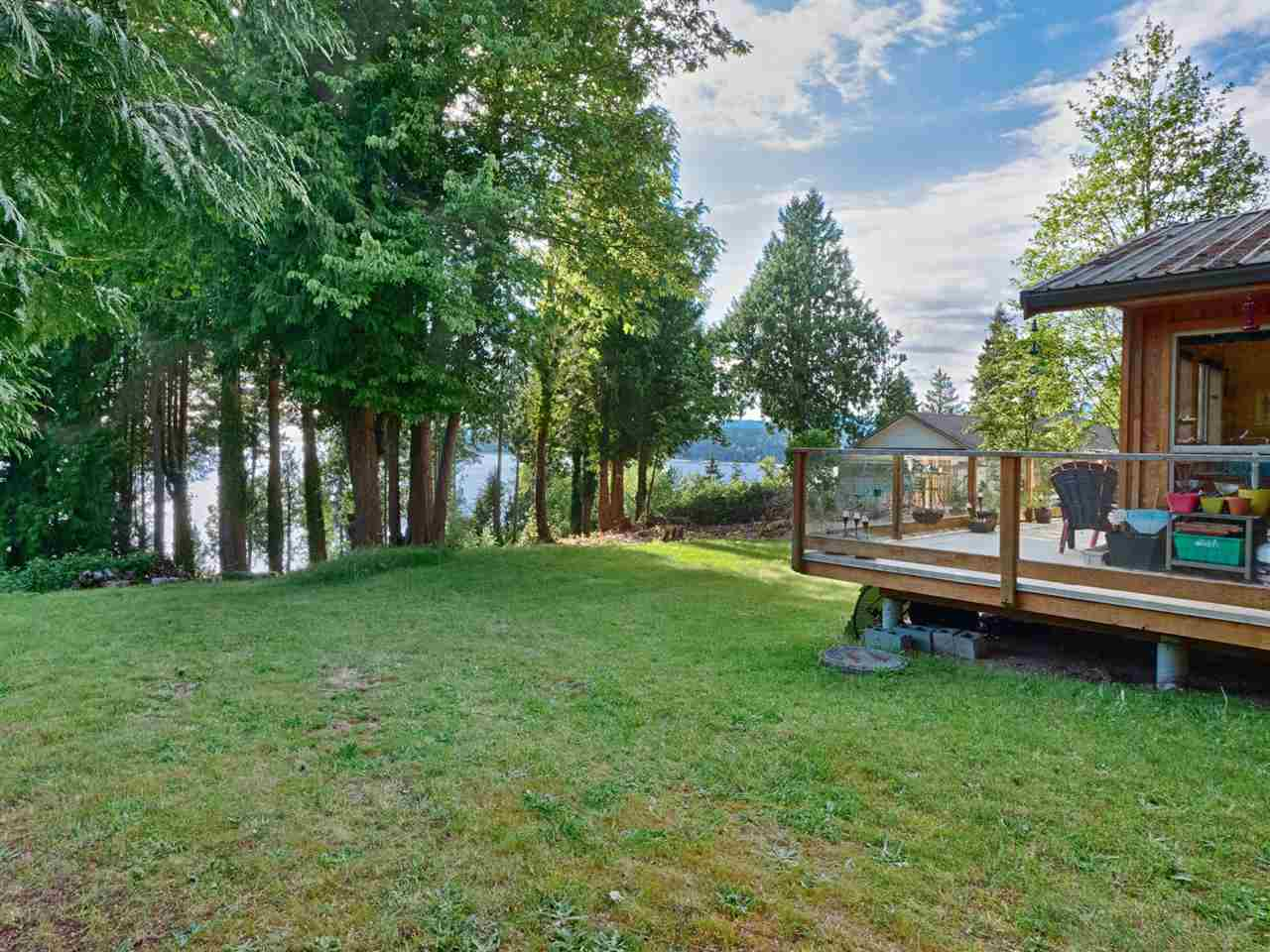 Sechelt District House with Acreage for sale:  2 bedroom 747 sq.ft. (Listed 2020-05-19)