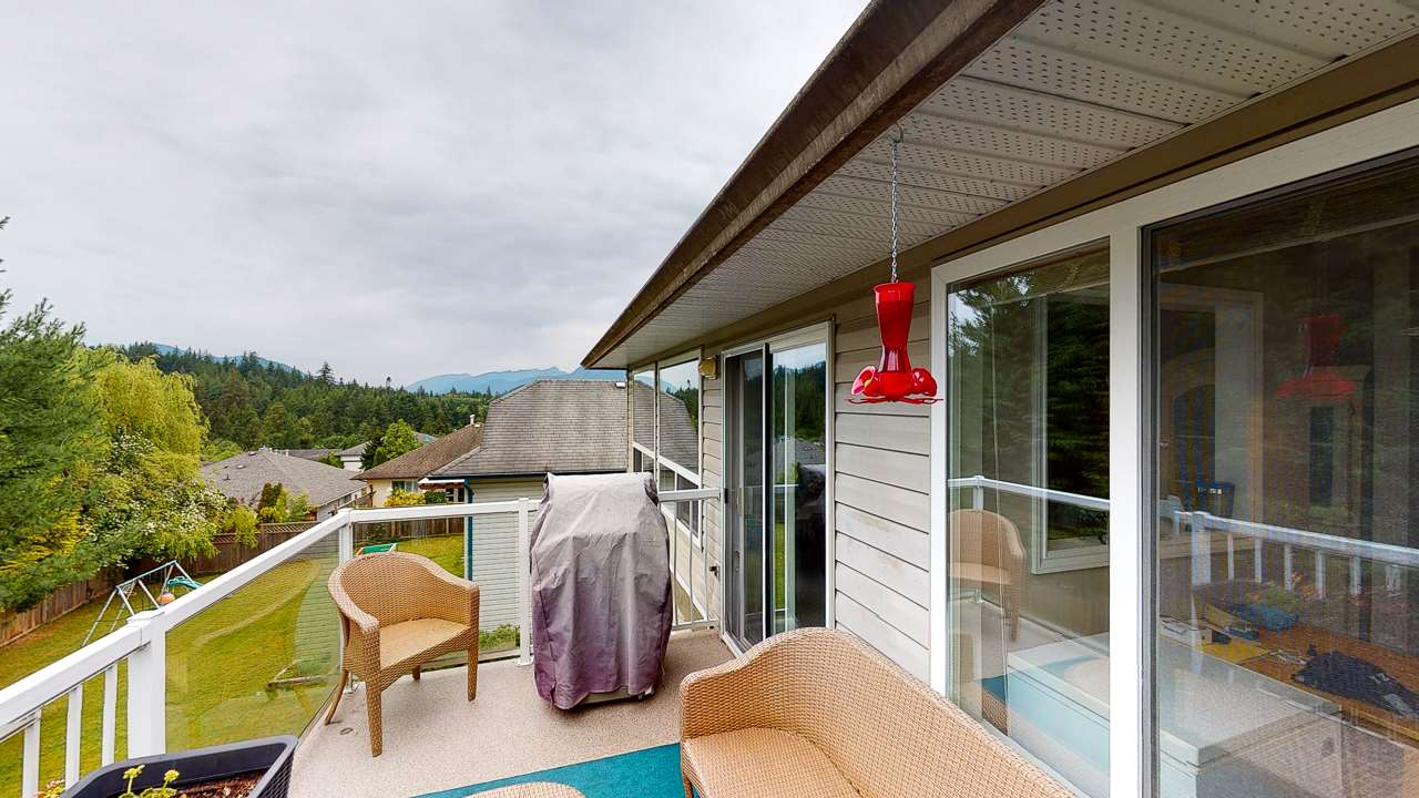 Sechelt District House/Single Family for sale:  6 bedroom 3,450 sq.ft. (Listed 2020-05-19)