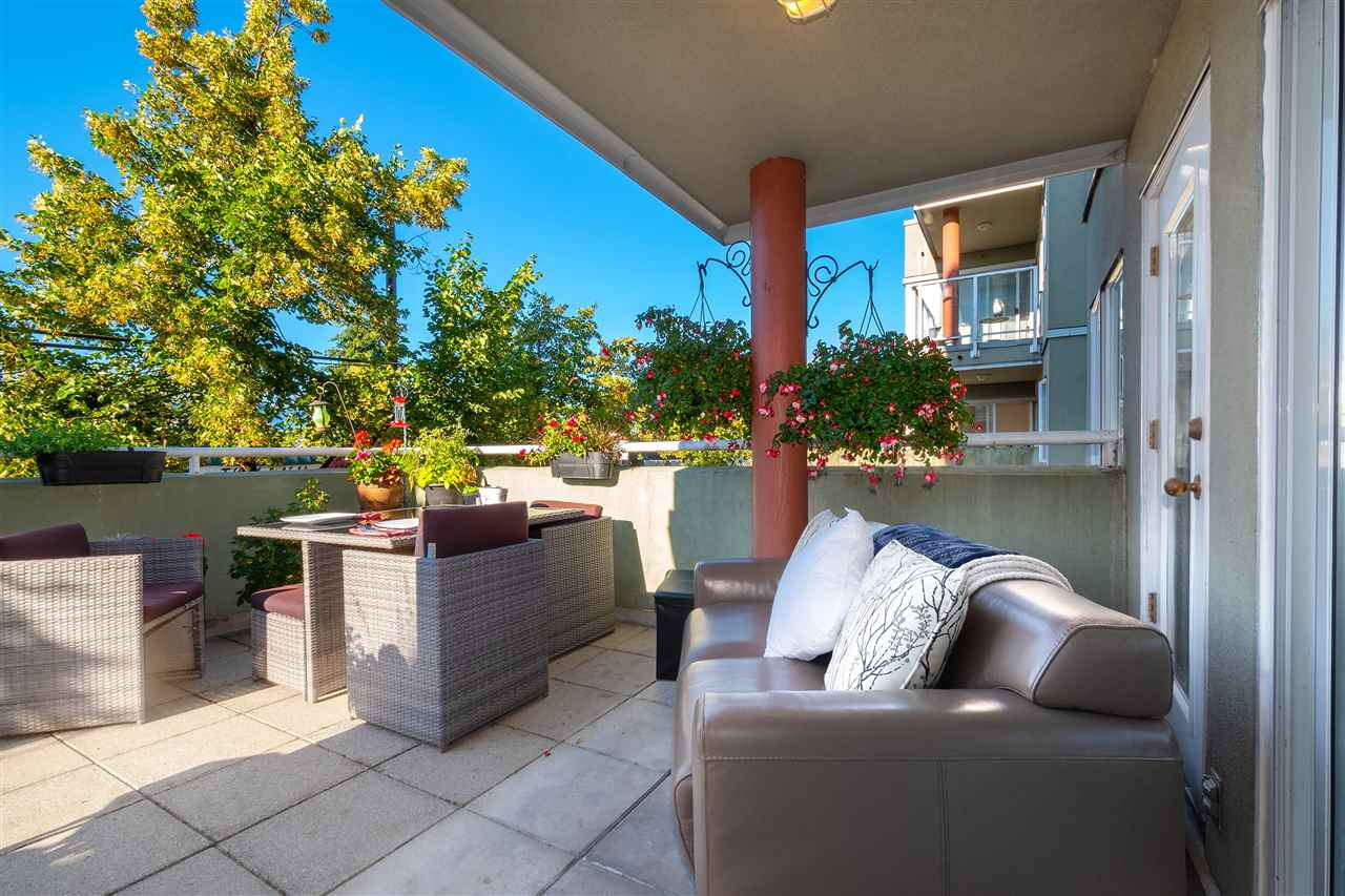 Kitsilano Apartment/Condo for sale:  2 bedroom 946 sq.ft. (Listed 2020-07-16)
