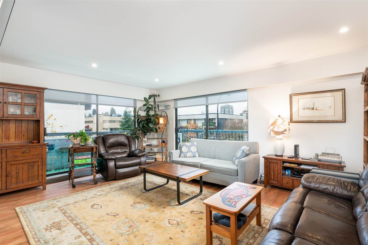 Central Lonsdale Apartment/Condo for sale:  2 bedroom 916 sq.ft. (Listed 2020-09-01)