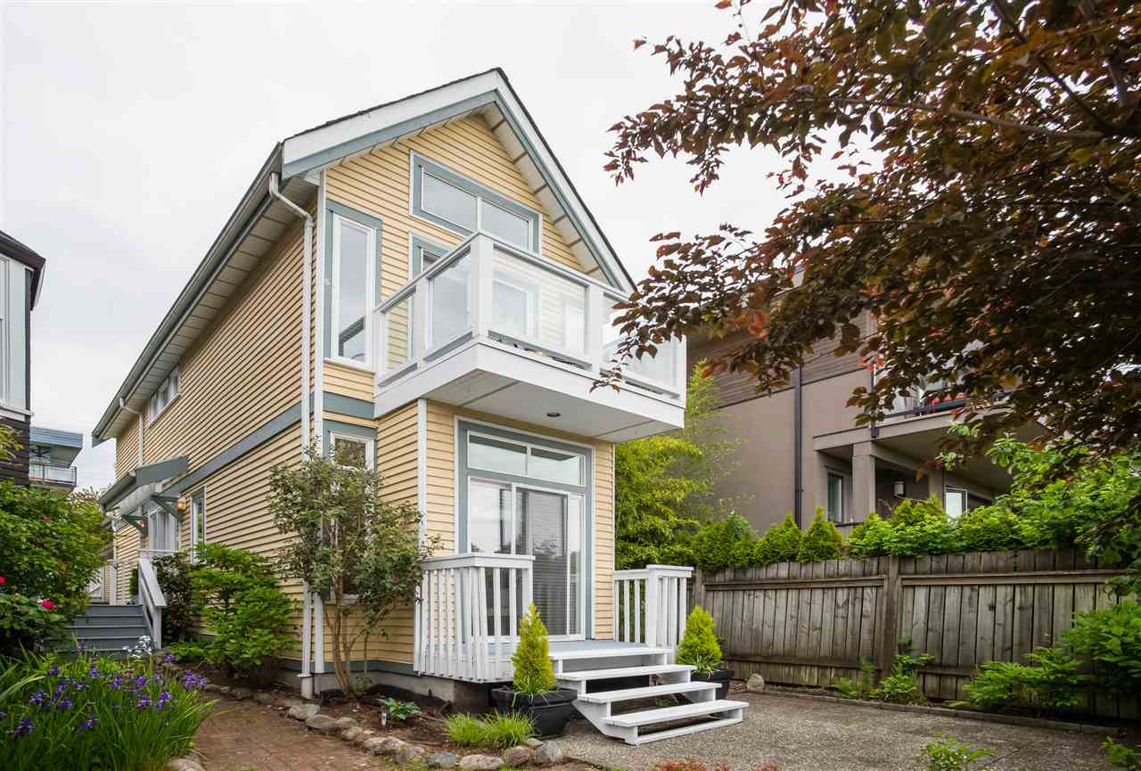 Lower Lonsdale House/Single Family for sale:  2 bedroom 1,089 sq.ft. (Listed 2020-09-18)