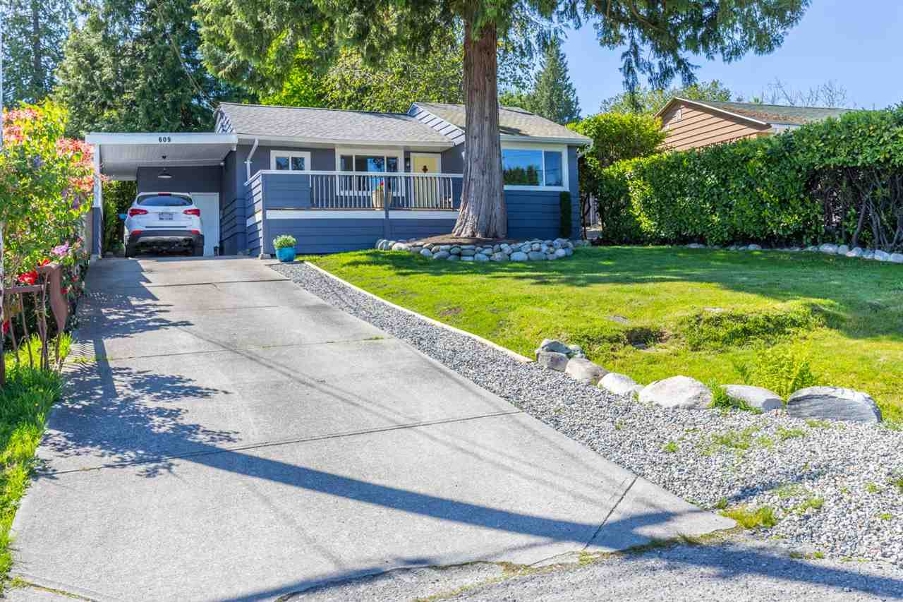 Gibsons & Area House/Single Family for sale:  2 bedroom 745 sq.ft. (Listed 2020-10-20)