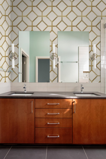 Geometric wallpaper in bathroom