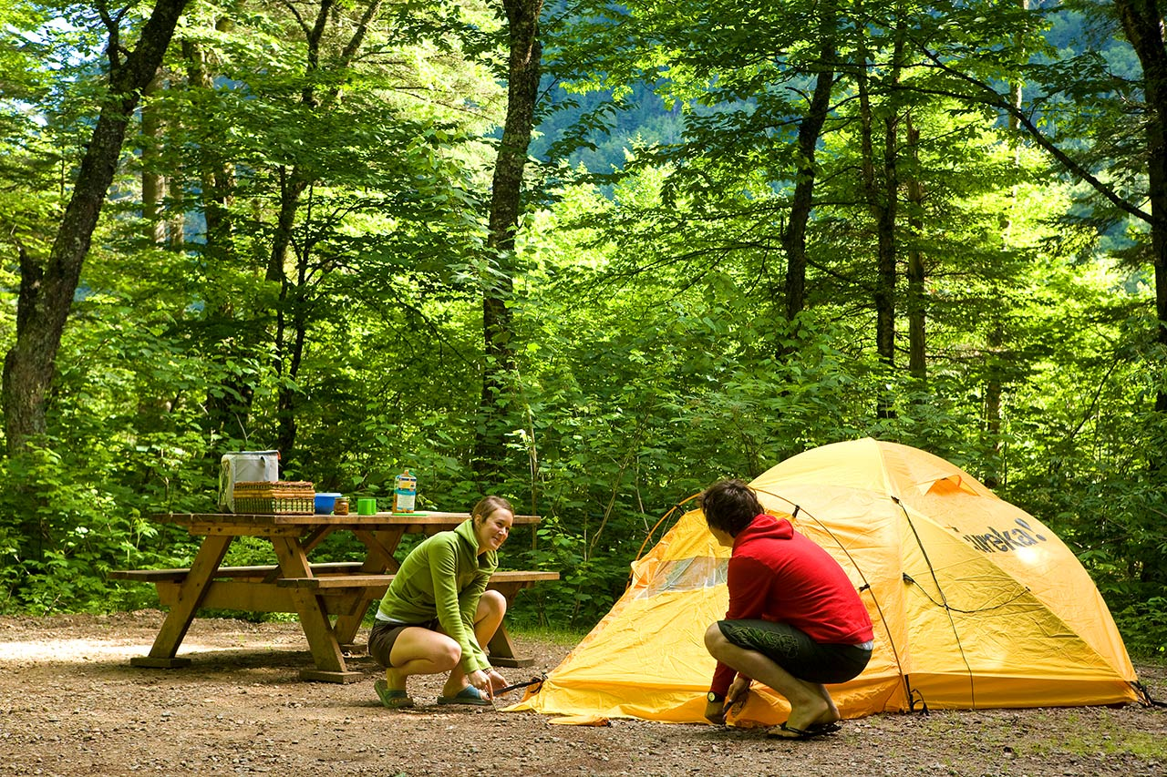 Tent camping find your campground in quebec sepaq for Camping jardin de mon pere la baie