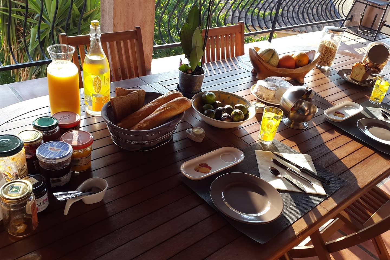 Sari table