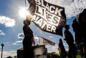Miles de personas se movilizaron en Minneapolis para conmemorar el primer aniversario del asesinato de George Floyd. / Agencia AFP