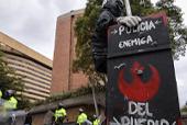Protestas estudiantiles en Bogotá, durante el 24 de febrero pasado. En aquella jornada el joven Gareth Steven Sella resultó herido, al parecer, por un disparo de arma oficial y perdió el 90% de visión en su ojo izquierdo. / Mauricio Alvarado