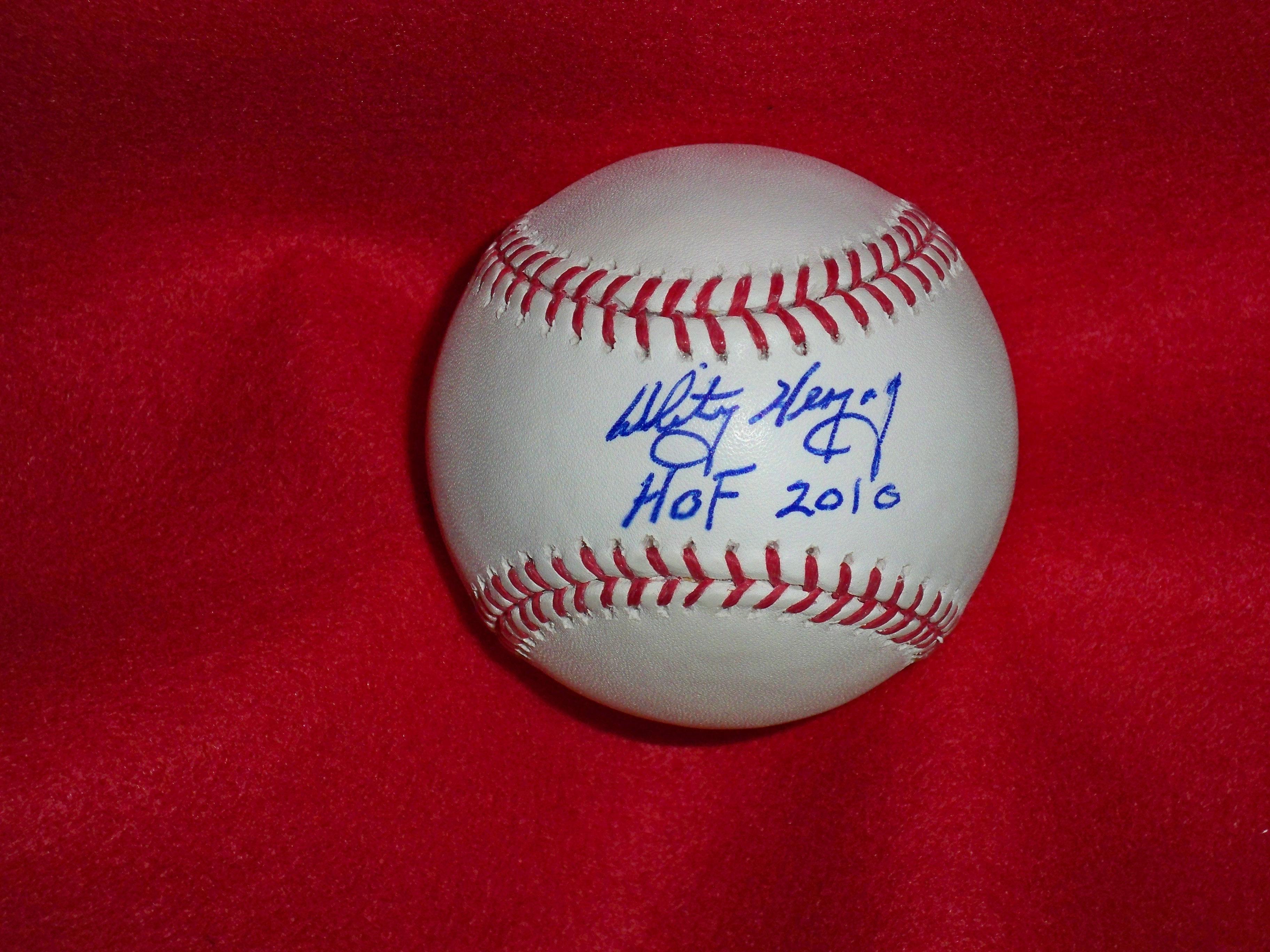 Auction Autographed Baseball