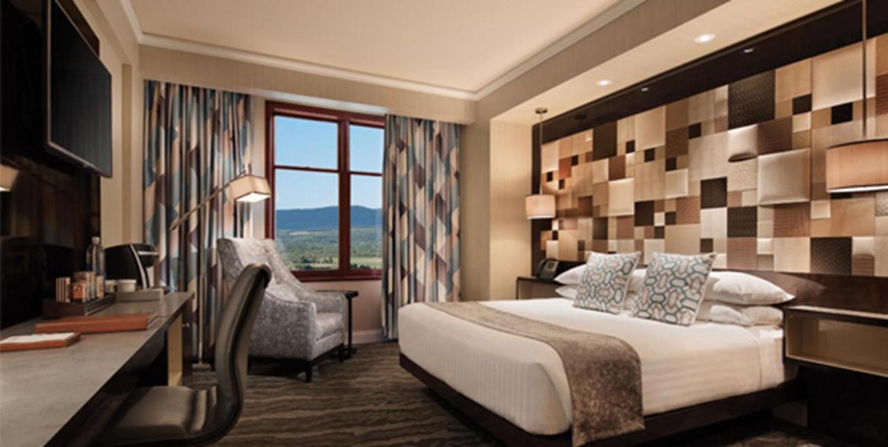 Mount Airy Casino Room2