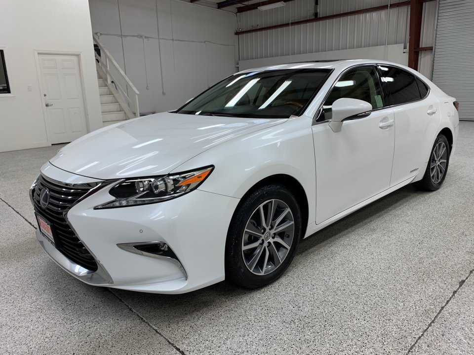 Roberts Auto Sales 2016 Lexus ES
