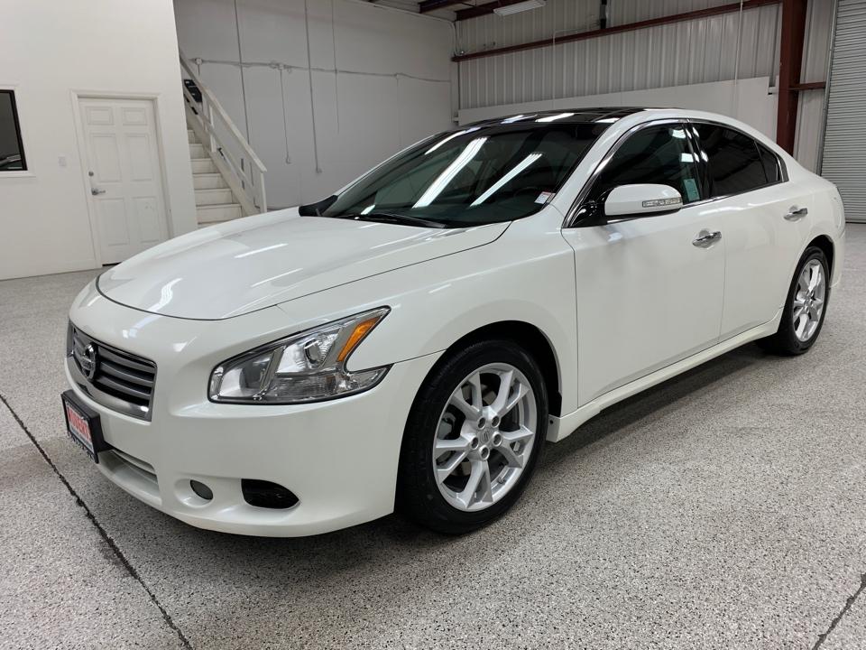 Roberts Auto Sales 2014 Nissan Maxima