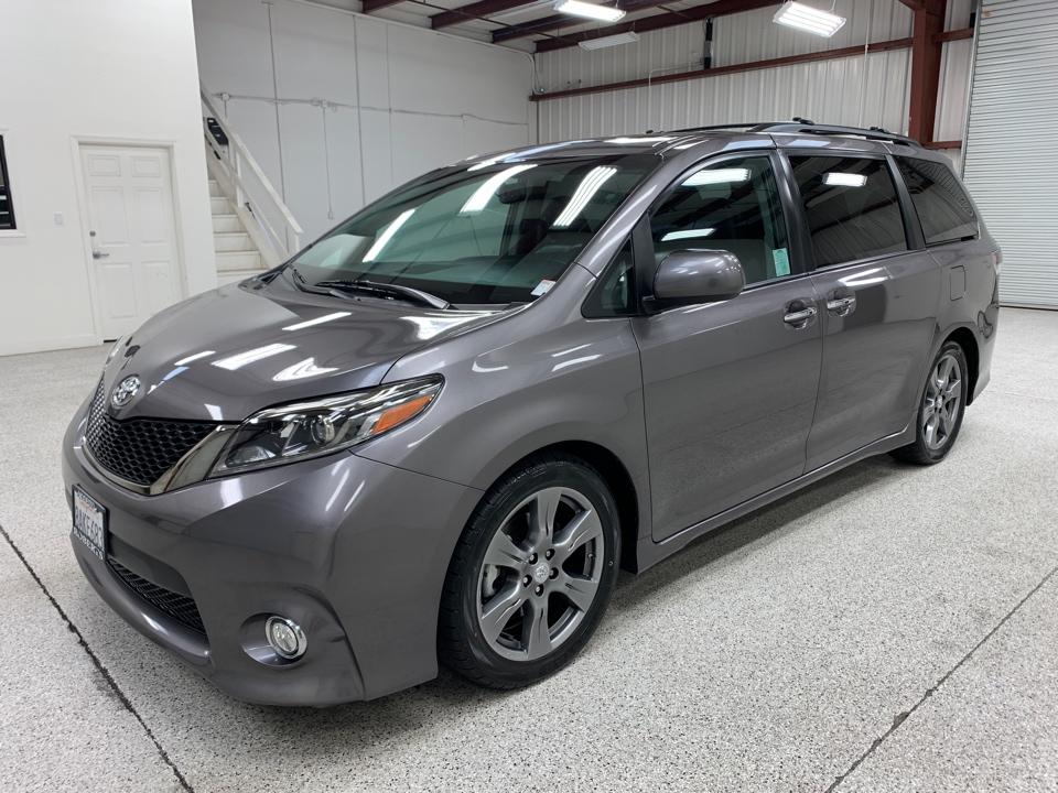 Roberts Auto Sales 2017 Toyota Sienna