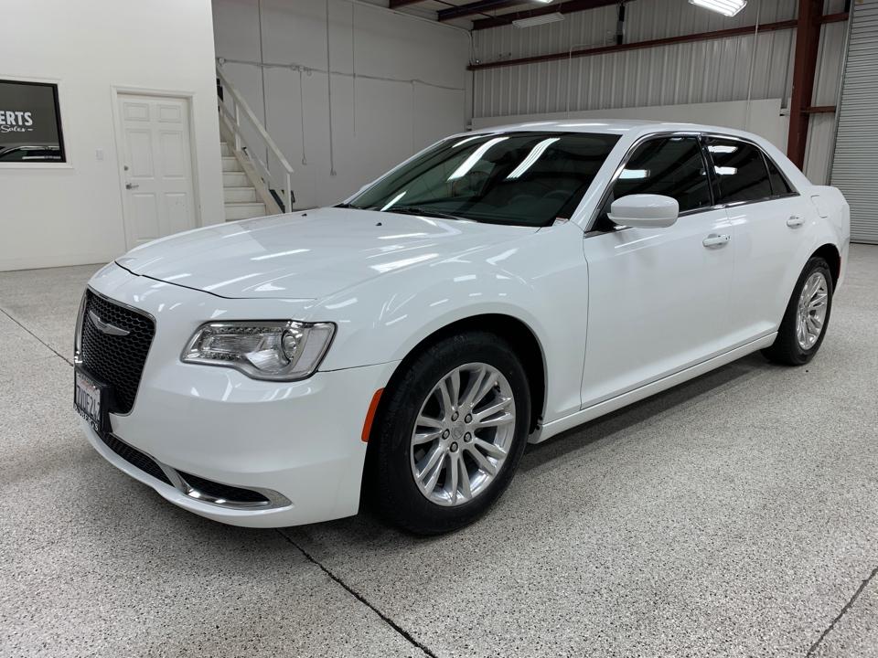 Roberts Auto Sales 2016 Chrysler 300