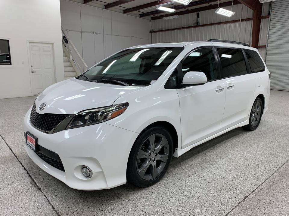 Roberts Auto Sales 2016 Toyota Sienna