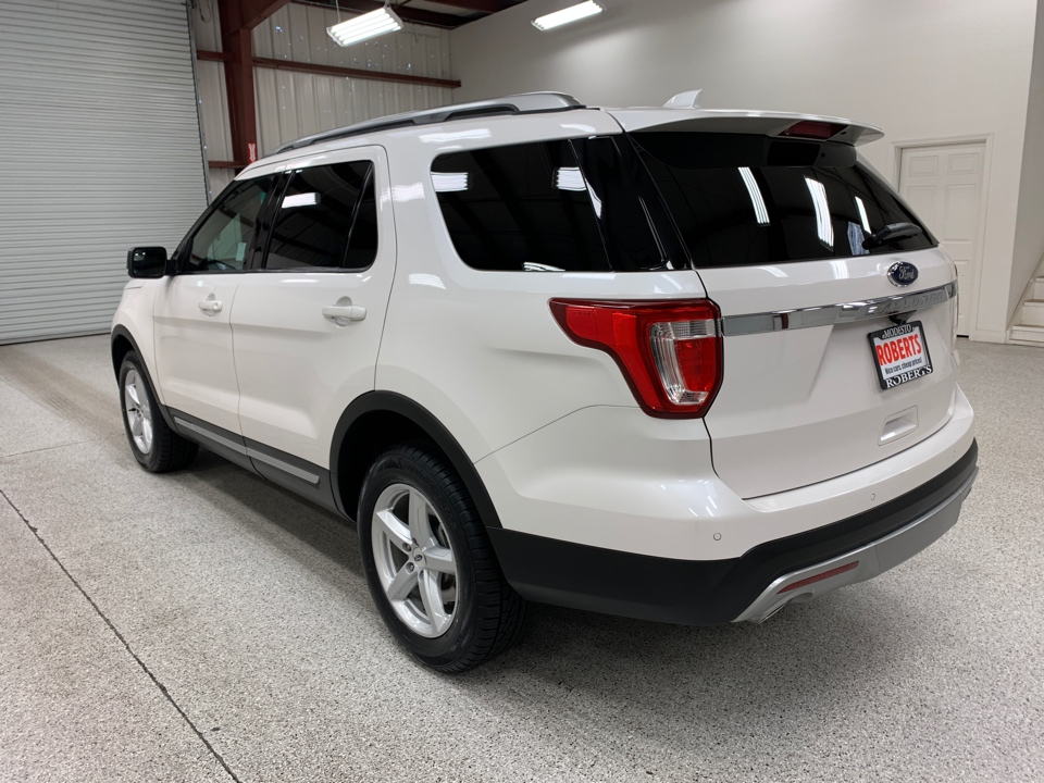 Roberts Auto Sales 2016 Ford Explorer
