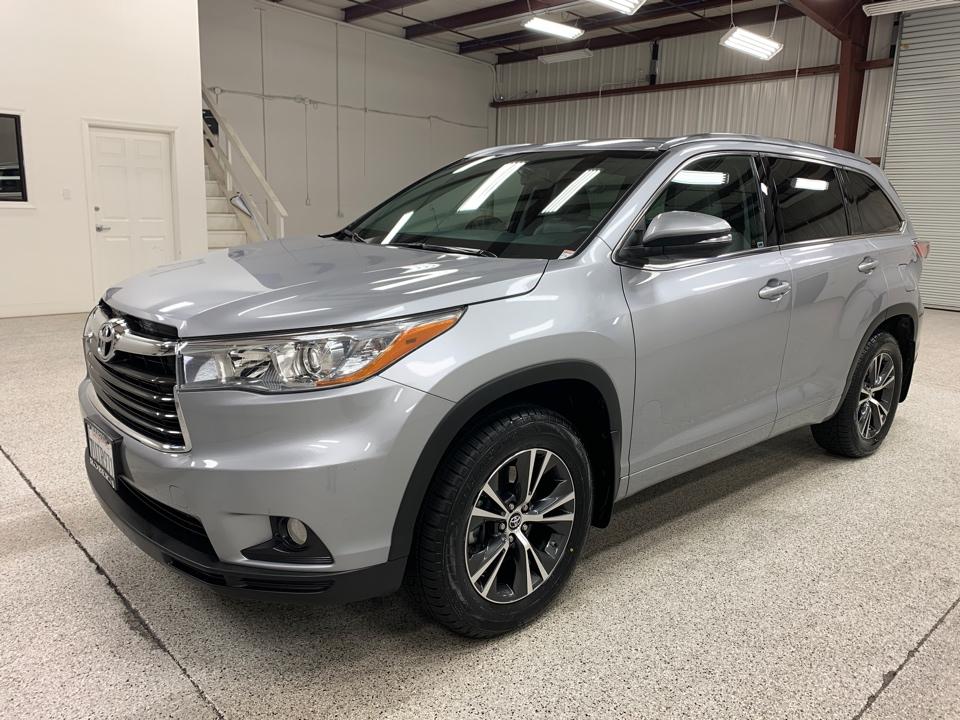 Roberts Auto Sales 2016 Toyota Highlander