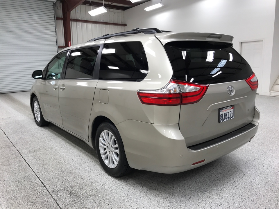 Roberts Auto Sales 2015 Toyota Sienna