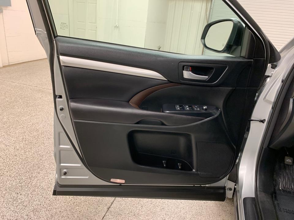 2017 Toyota Highlander - Roberts