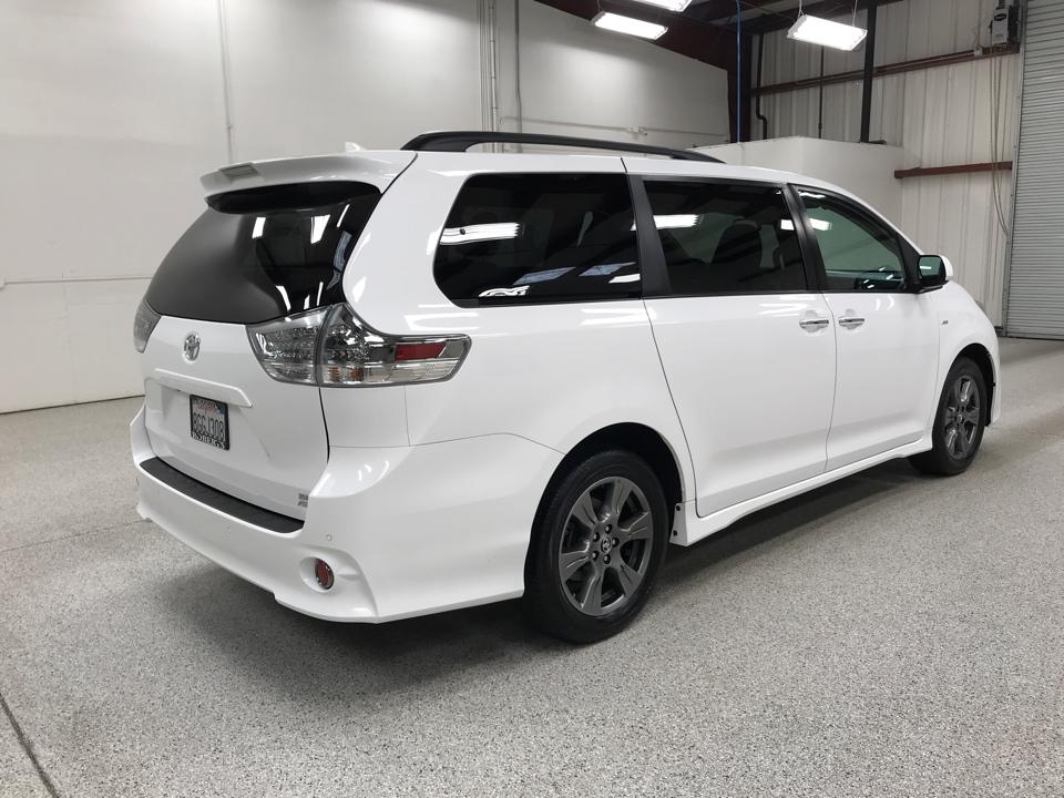 2019 Toyota Sienna - Roberts