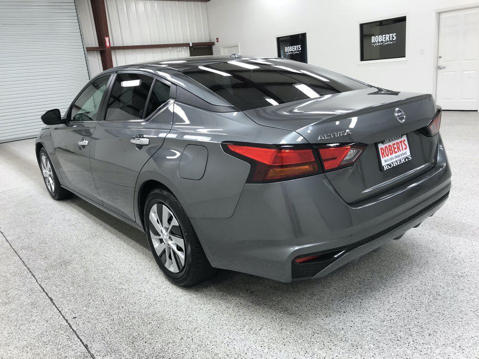 Roberts Auto Sales 2019 Nissan Altima