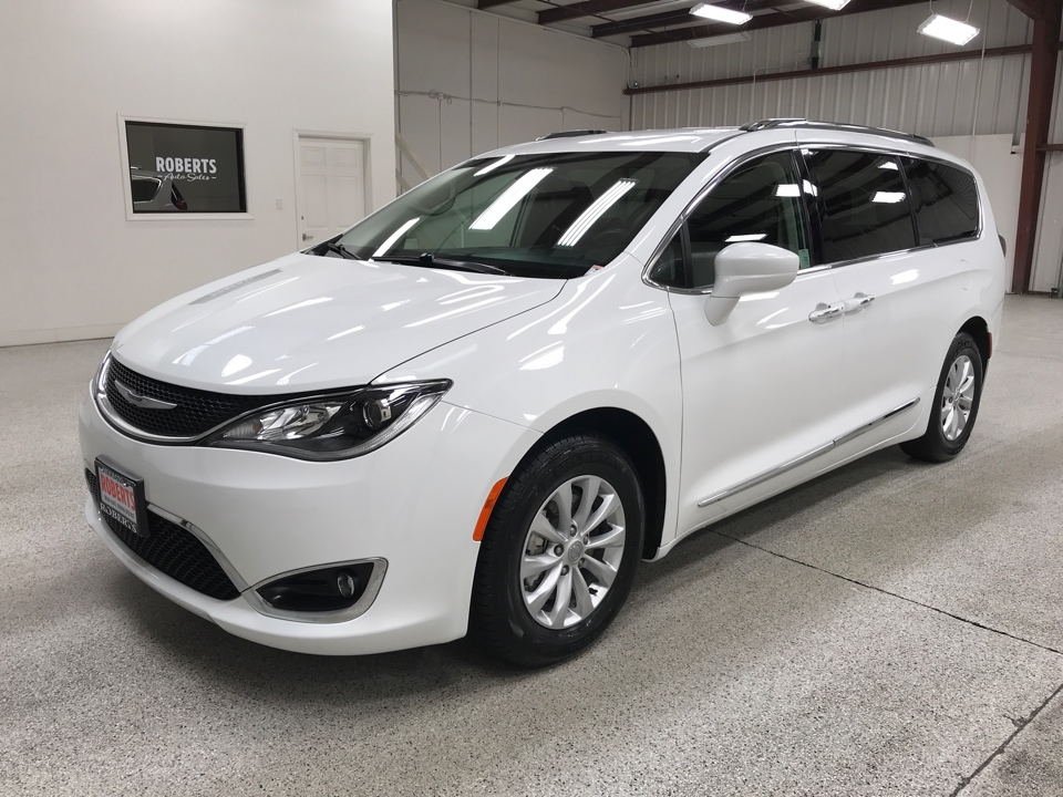 Roberts Auto Sales 2019 Chrysler Pacifica