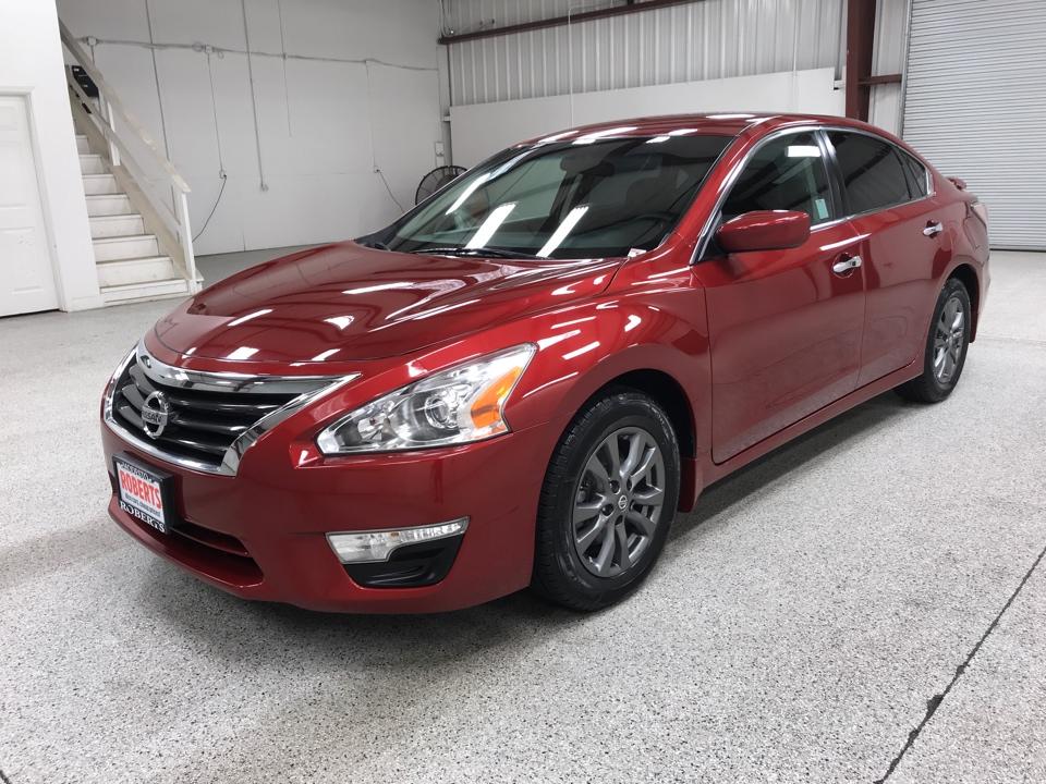Roberts Auto Sales 2015 Nissan Altima