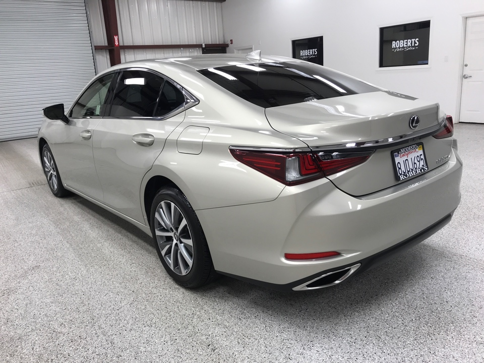 Roberts Auto Sales 2019 Lexus ES