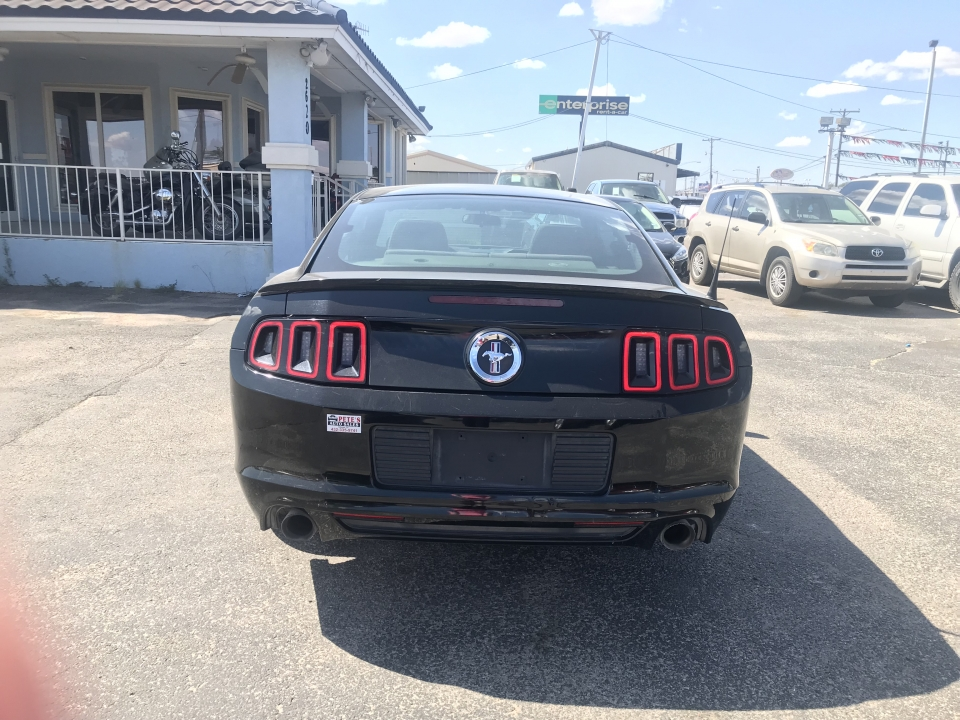 2013 Ford Mustang Coupe GT /