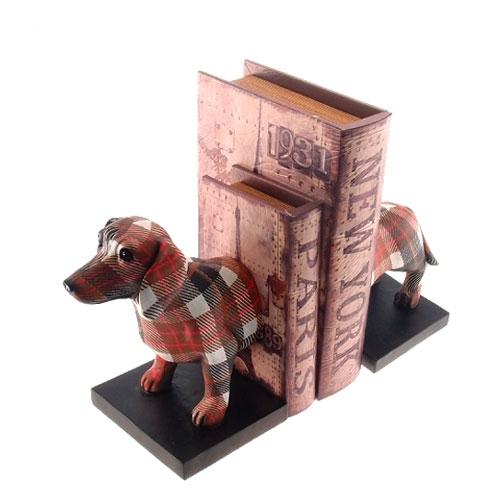 Aparador de Livros Dog Salsicha Xadrez em Resina - 22x19 cm