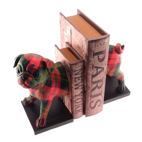 Aparador de Livros Pug Xadrez Vermelho e Verde em Resina - 22x20 cm