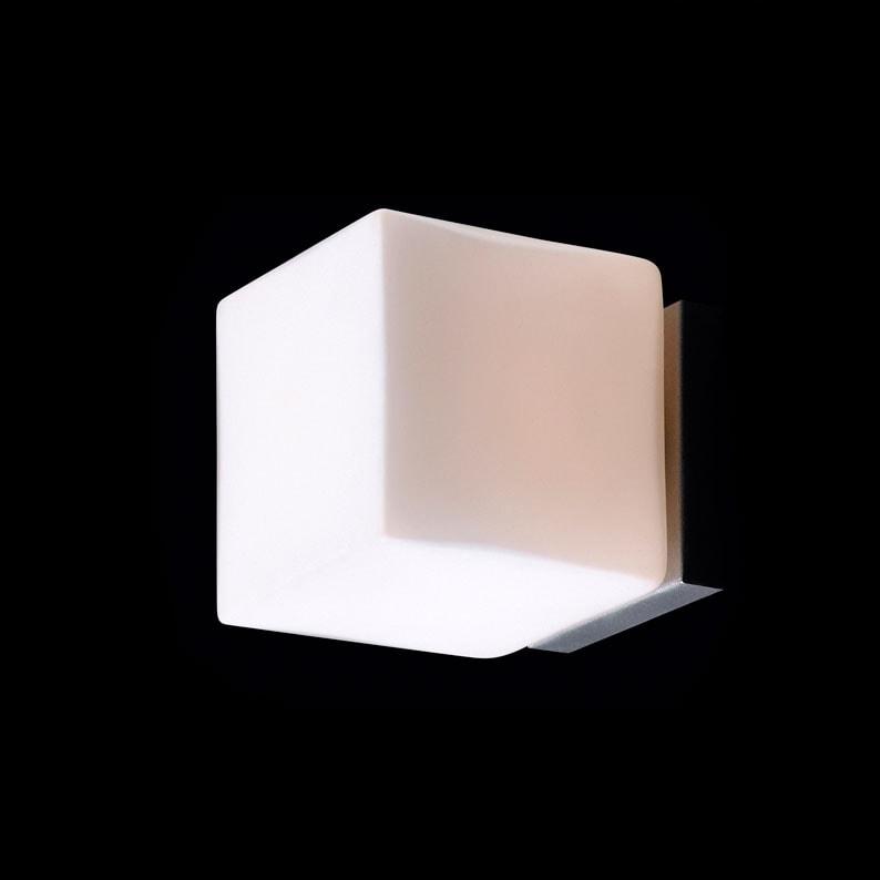 Arandela Cube Branco Pequena - Bivolt - em Metal e Vidro - 13x11 cm