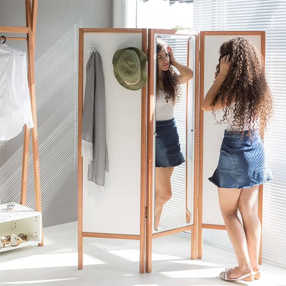 Biombo Ammy com Espelho 3 Asas e 2 Ganchos em MDF Branco / Jatobá - 165x138 cm