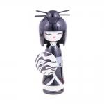 Boneca Decorativa Kokeshi - Gueixa Chic - Branco/Preto em Madeira - 16x6 cm