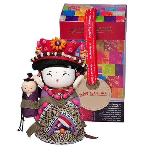 Boneca Decorativa Oriental Bonan Pequeno em Tecido - 12x7 cm