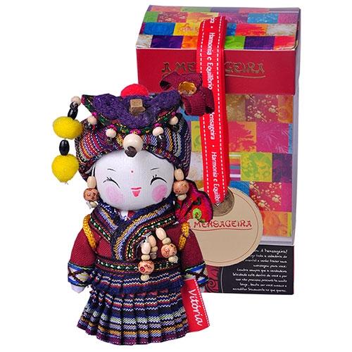 Boneca Decorativa Oriental Derung Pequeno em Tecido - 12x7 cm