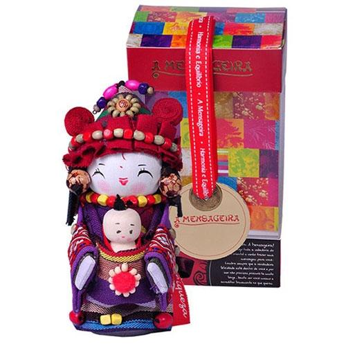 Boneca Decorativa Oriental Jino Pequena em Tecido - 12x7 cm