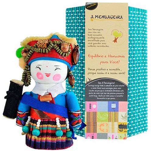 Boneca - Mensageira do Oriente - Deang em Tecido - 12x8 cm